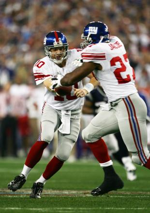 Super Bowl XLII GLENDALE, AZ - FEBRUARY 03: Quarterback Eli Manning #10 of the New York Giants hands the football off to running back Brandon Jacobs #27 during the first drive in the first quarter against the New England Patriots in Super Bowl XLII on February 3, 2008 at the University of Phoenix Stadium in Glendale, Arizona. (Photo by Harry How/Getty Images)