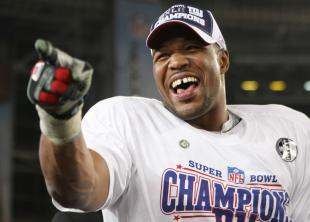 Defensive end Michael Strahan #92 of the New York Giants celebrates after defeating the New England Patriots 17-14 during Super Bowl XLII on February 3, 2008 at the University of Phoenix Stadium in Glendale, Arizona. (Photo by Harry How/Getty Images)